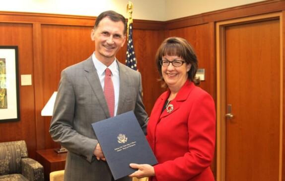 US Ambassador in Sarajevo, Maureen E. Cormack presented a special award to Dragan Primorac